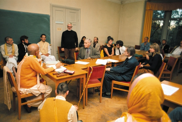 Srila Prabhupada teaching to University Professors